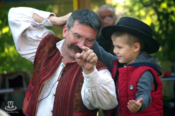 Vándormuzsikus, avagy a régi világ hangszereinek meséi előadás